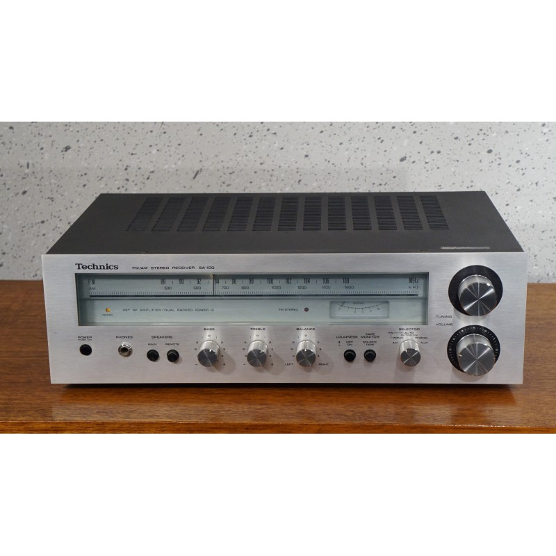 Vintage Technics SA-100 FM/AM Stereo receiver