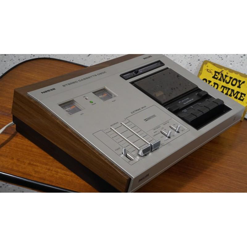 Vintage N2532 stereo cassette deck - woodcase