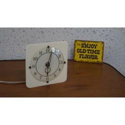 Leuke kunststof electrische klok - blyde Scotland