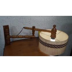 Bijzondere houten wandlamp met kap