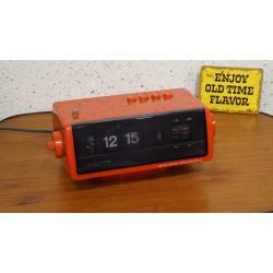 Prachtige rode Sony flipklok - wekkerradio 8FC-100E