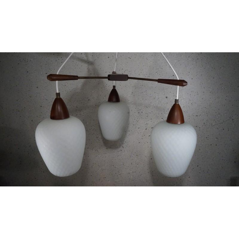 Prachtige hanglamp met 3 melkglazen kelkjes en hout