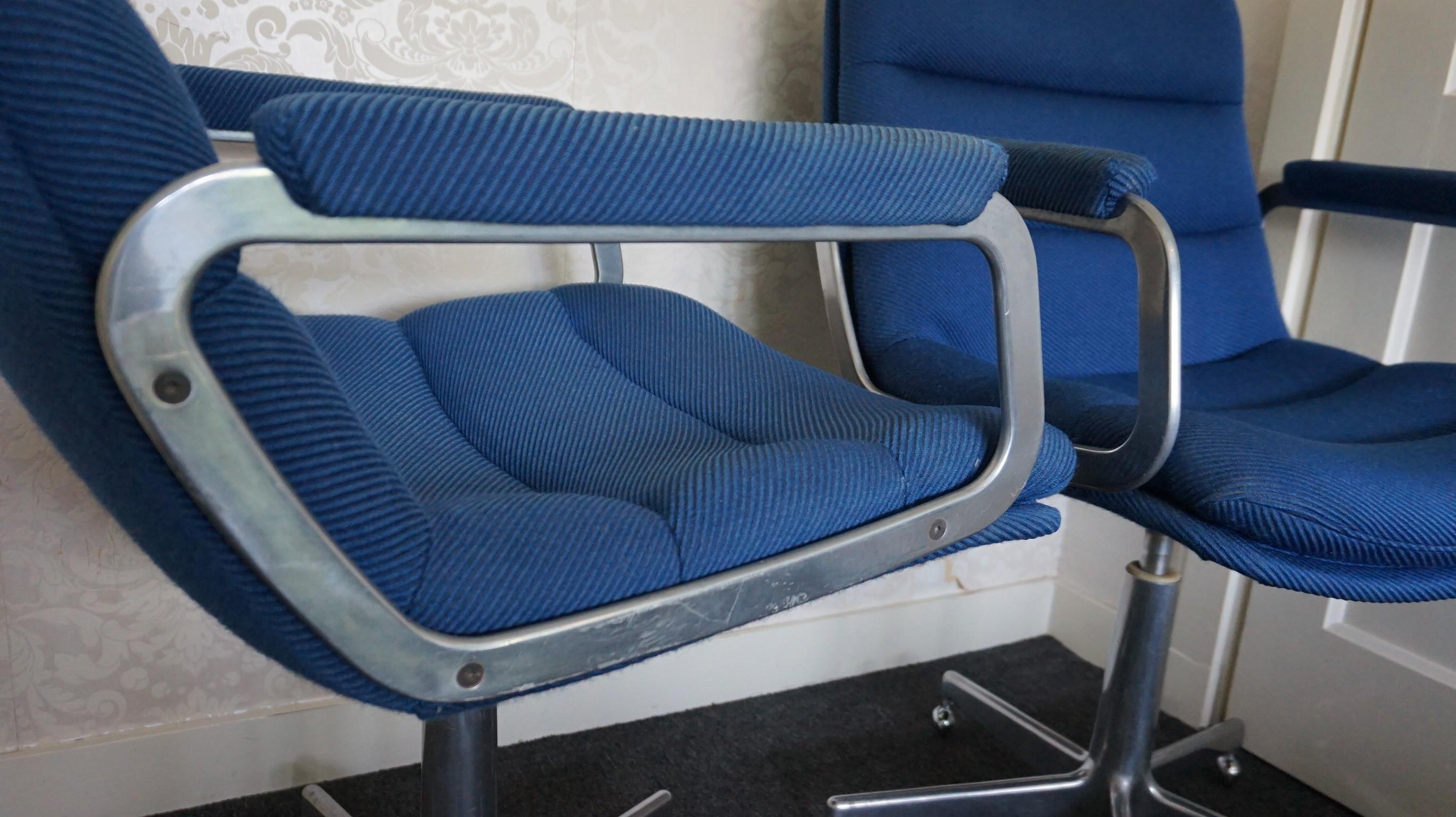 Artifort Bureaustoel Vintage.Prachtige Artifort Design Bureaustoelen Hartcourt Blauw